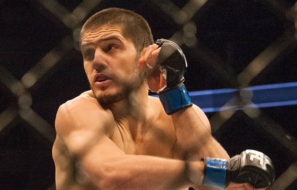 Дос Аньос выбыл из турнира UFC 254. Оставшийся без соперника Махачев вызвал на бой Чендлера