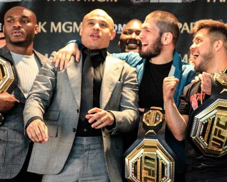 Менеджер намекнул, что Хабиб Нурмагомедов еще не освободил титул UFC