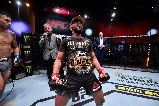 Дейвисон Фигейреду финишировал Алекса Переза, может вернуться на UFC 256