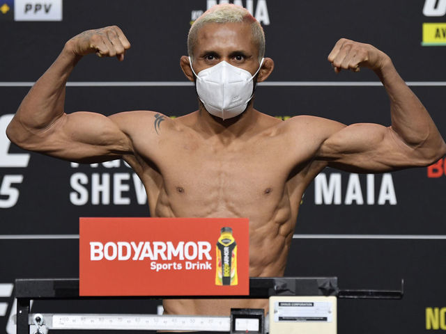 Результаты взвешивания UFC 256: Фигередо - Морено