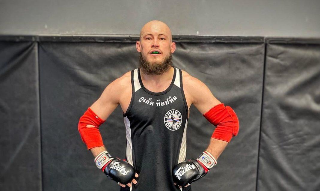 Российский боец Ринат Фахретдинов подписал контракт с UFC
