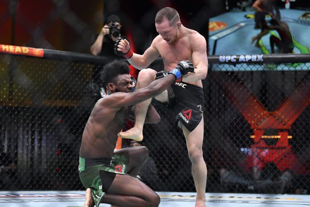 Петр Ян извинился за запрещенный удар в поединке со Стерлингом на UFC 259