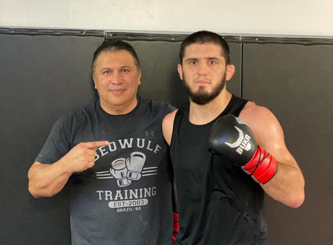 Бой Махачева и Мойзеса станет главным событием турнира UFC on ESPN 26