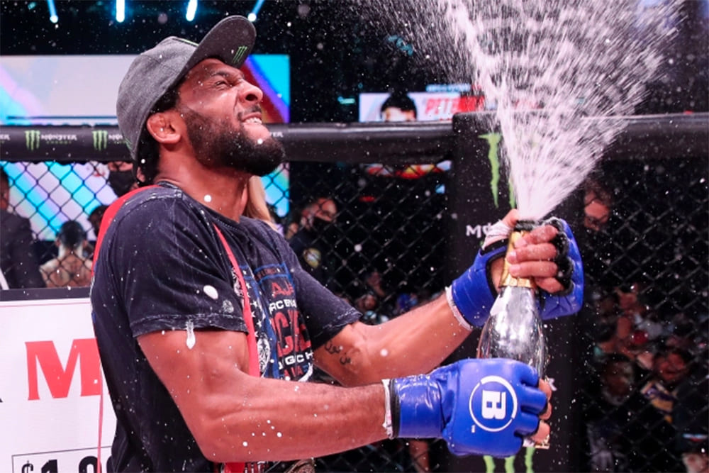 Эй Джей МакКи ждет новый контракт от Bellator после завоевания чемпионского титула