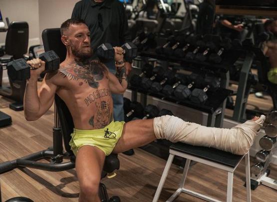 Конор Макгрегор проведет боксерский поединок в коляске