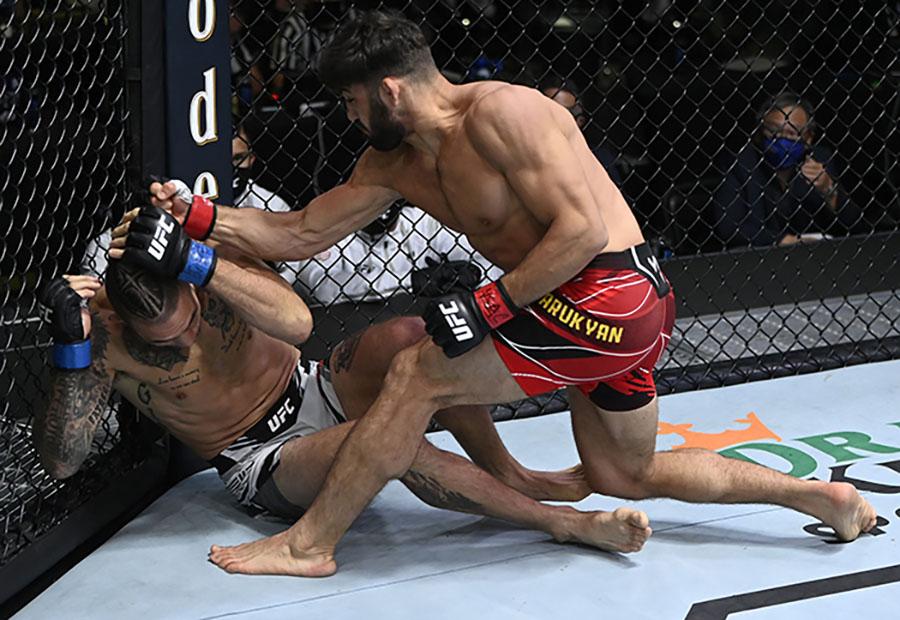 Арман Царукян нокаутировал Кристоса Гиагоса на турнире UFC Fight Night 192